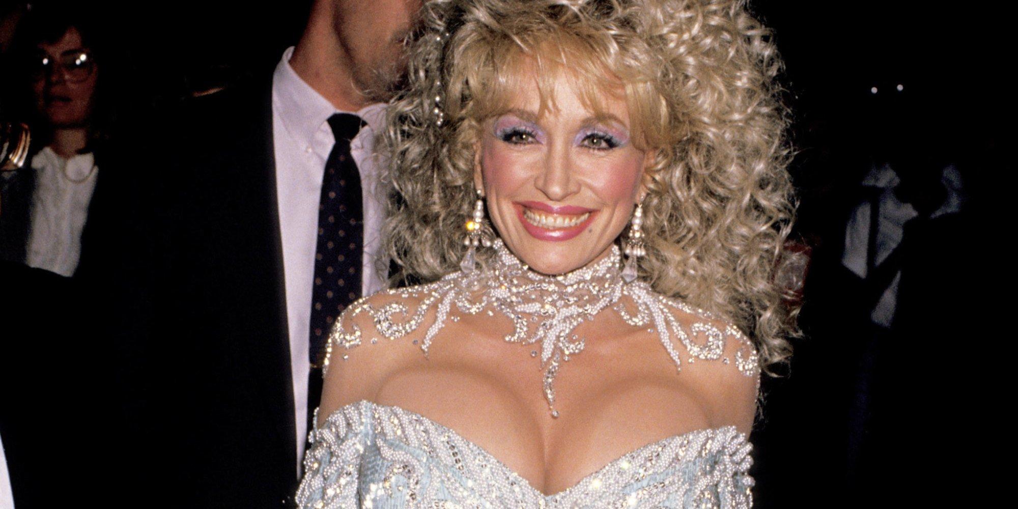 annoncelightt Dolly Parton bryster